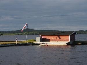 Inari: Landebahn und Hangar