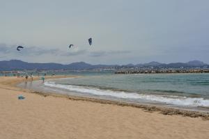 Strand mit Kitern
