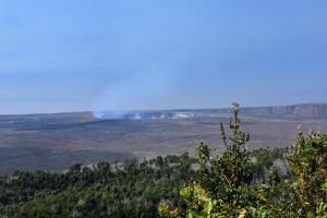 Blick in den Kilauea Krater; der kleine Krater (Halem'uma'u) hat einen Durchmesser von 1 km