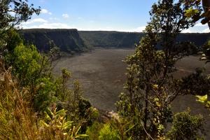 Blick in den Krater, unten der Trail